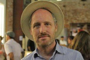 Mike Mills dei R.E.M. compie 52 anni