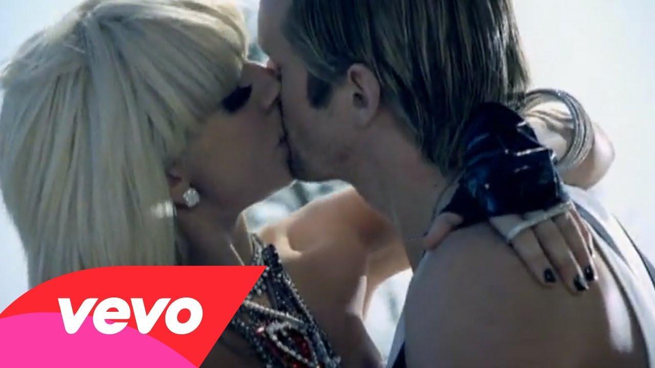 Paparazzi – Testo, traduzione e video del singolo di Lady Gaga