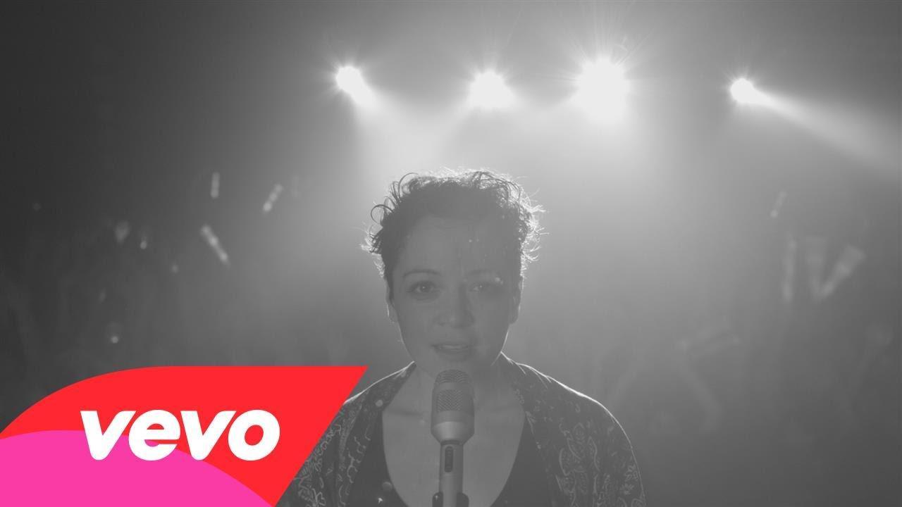 Natalia Lafourcade – Hasta la Raíz traduzione in italiano e Video